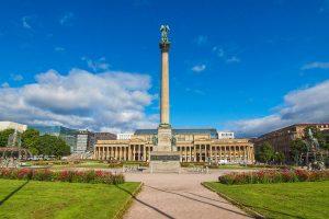Schlossplatz in Stuttgart (Foto: claudiodivizia | iStockphoto | Thinkstock)